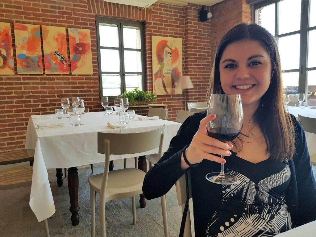 Giada brinda col vino