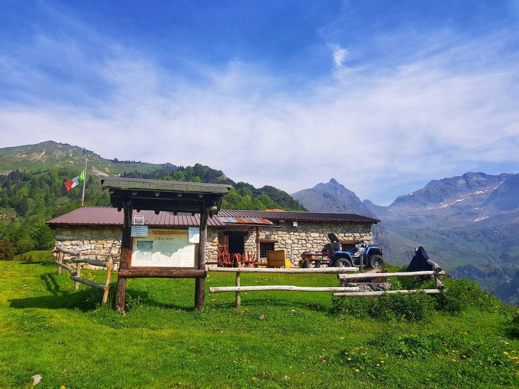 Alpe Nevel Valcanale sentiero 220