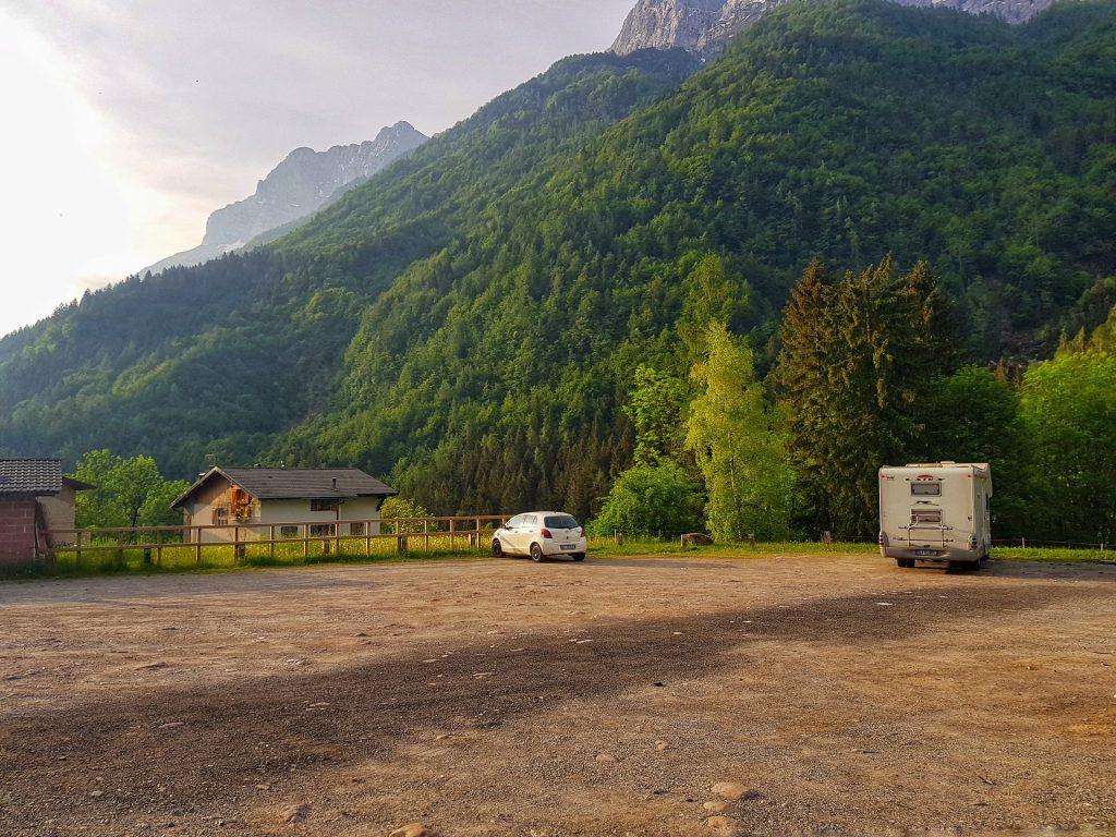 Parcheggio Valcanale Sentiero 220 fino al lago branchino